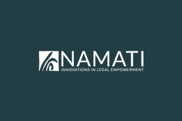 A nivel mundial, Namati convoca a la Red Global de Empoderamiento Legal, más de 2,000 grupos de 160 países que están aprendiendo unos de otros y colaborando en desafíos comunes. Esta comunidad abogó con éxito por la inclusión del acceso a la justicia en los Objetivos de Desarrollo Sostenible de 2030.